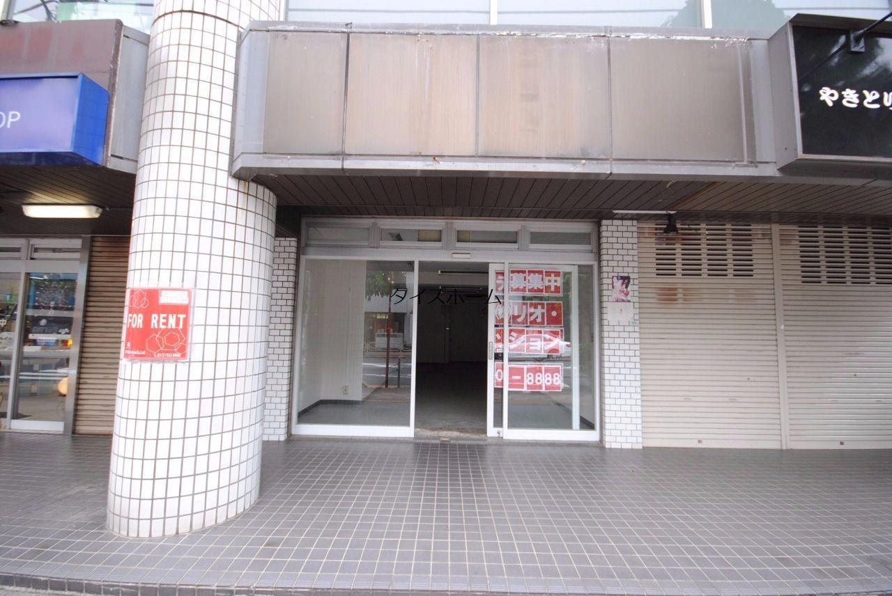 八王子駅南口の大通りに面した1階路面店舗。飲食店も可能です.業種等はお気軽にご相談下さい。 外観