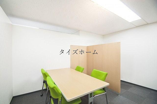 『オフィスビルに設置するパーテーションの種類について』